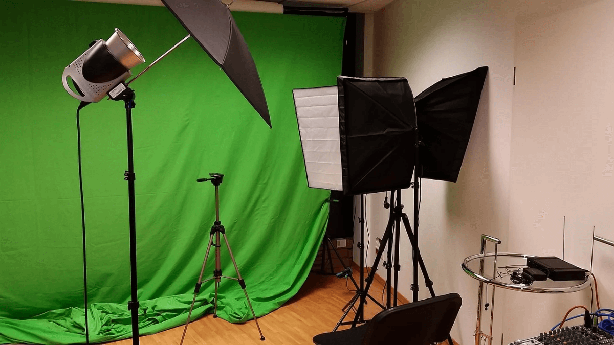 Turn Your Phone and Computer into Home Film Studio